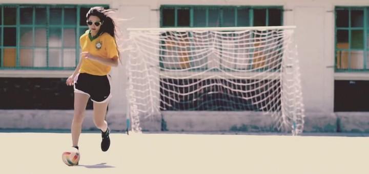 abril_cantilo_-_llega_el_otono_4_futbol