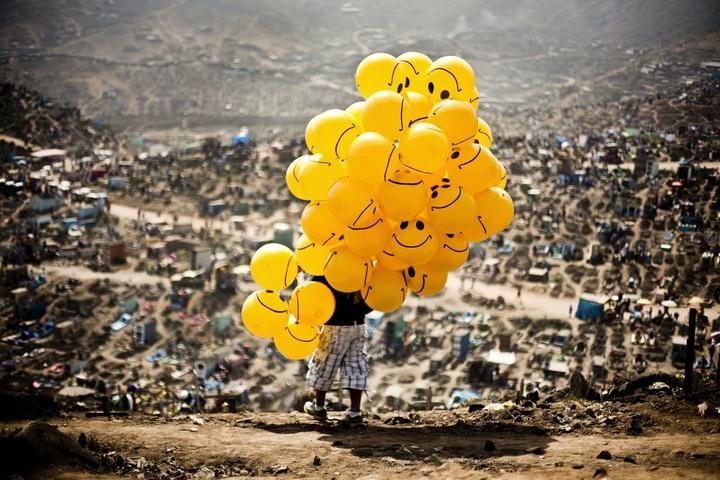 Sonrisas en el cementerio, Milko Torres, Día de los Muertos en el Perú