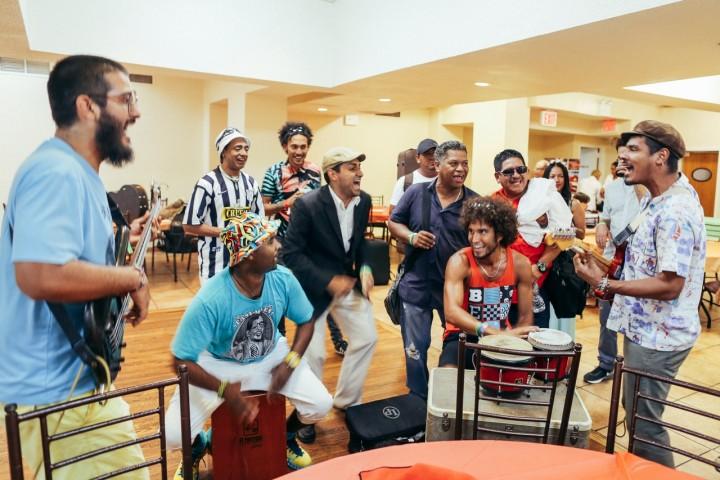 La música y la cultura se vive y esta foto es prueba de eso