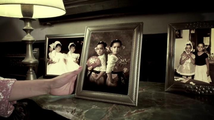 Fotos de Julieta Venegas y su hermana gemela cuando eran niñas