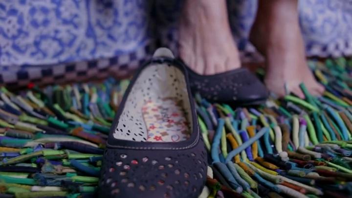 13_se_pone_unos_zapatos