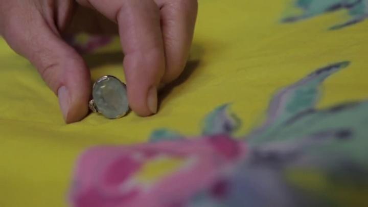 14_se_pone_un_anillo