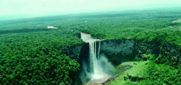 """Las cataratas Kaieteur: """"Querida tierra de Guyana, de ríos y llanuras"""", himno nacional"""