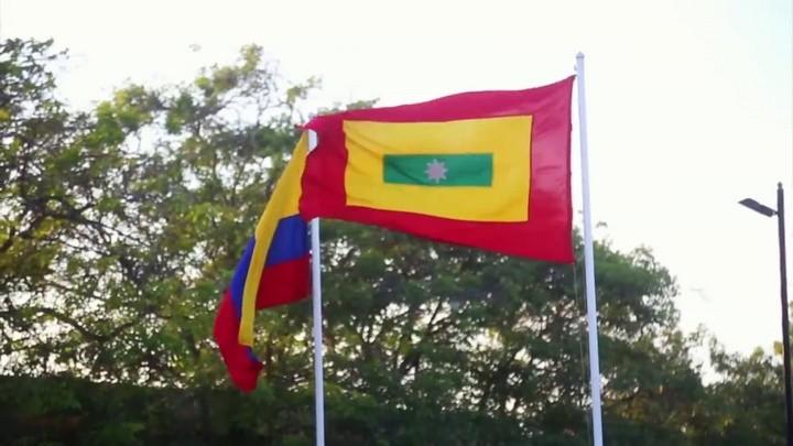 La bandera de Colombia y la bandera de Barranquilla