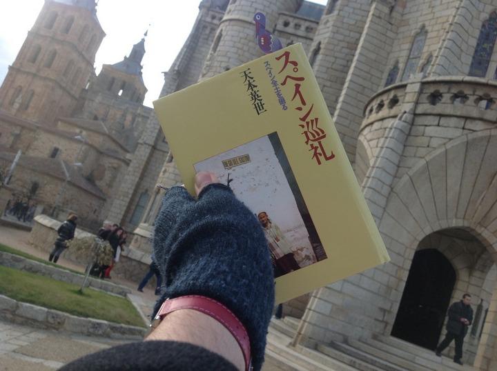 Con el libro スペイン巡礼 en España